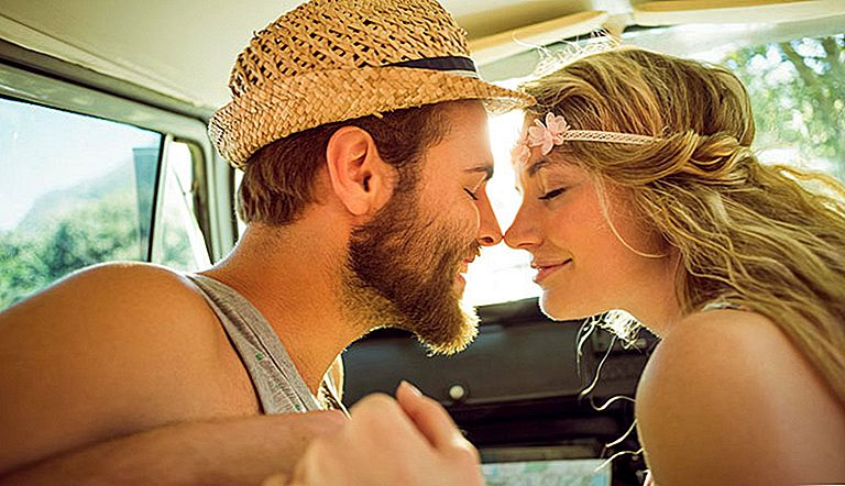 The Perfect First Kiss: 22 Tips Membuat It Oh-So-Amazing!