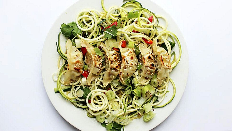 Dit Gyoza en Courgetti salade-recept is je nieuwe in-a-rush-poging