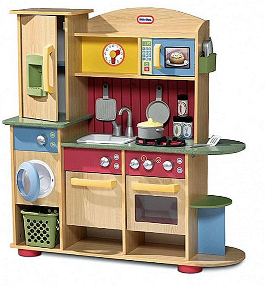Маленька версія Tikes Cookin Creations Premium Wood Kitchen