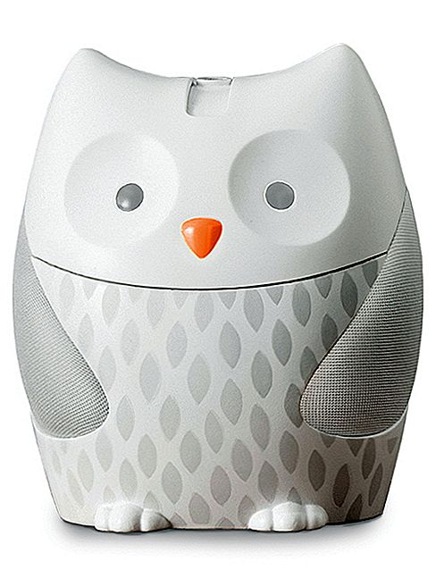 Lewati Hop Moonlight & Melodies Nightlight Soother Review